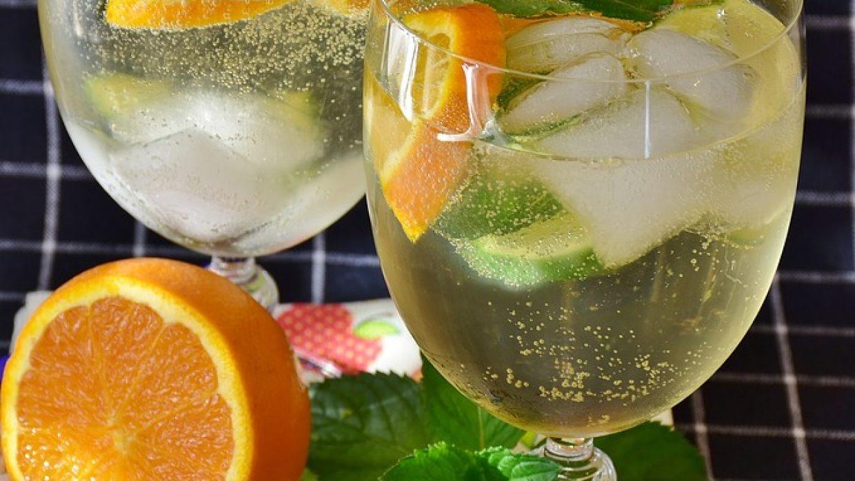 Idee per un cocktail originale? La sangria bianca al Verdicchio!